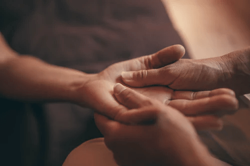 Here's What You Should Expect From a Shiatsu Massage